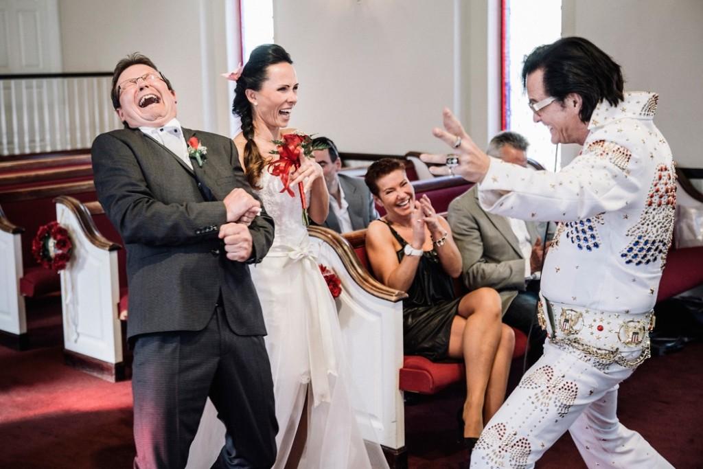 """Ula og Andreas fra Tyskland giftet seg i """"Et spesielt minnekapell """" med selveste Elvis på plass."""