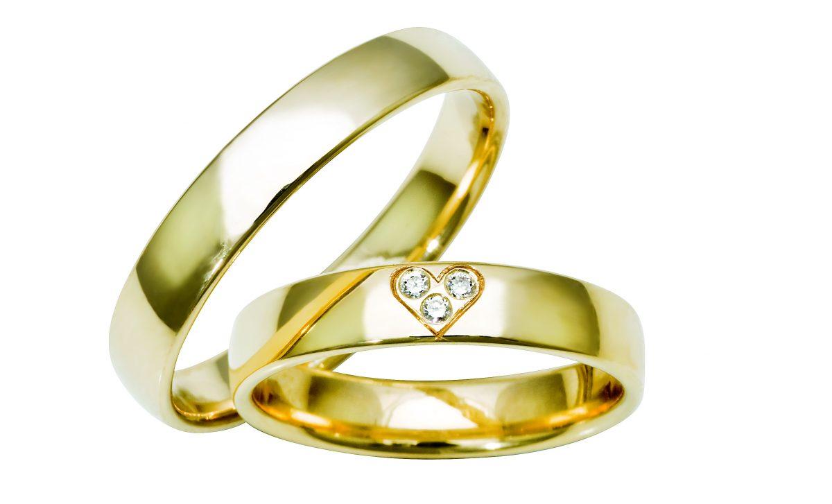Nydelige giftering i gult gull med og uten diamanter fra Bjørklund